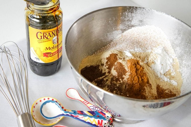where to find molasses for gingerbread biscotti