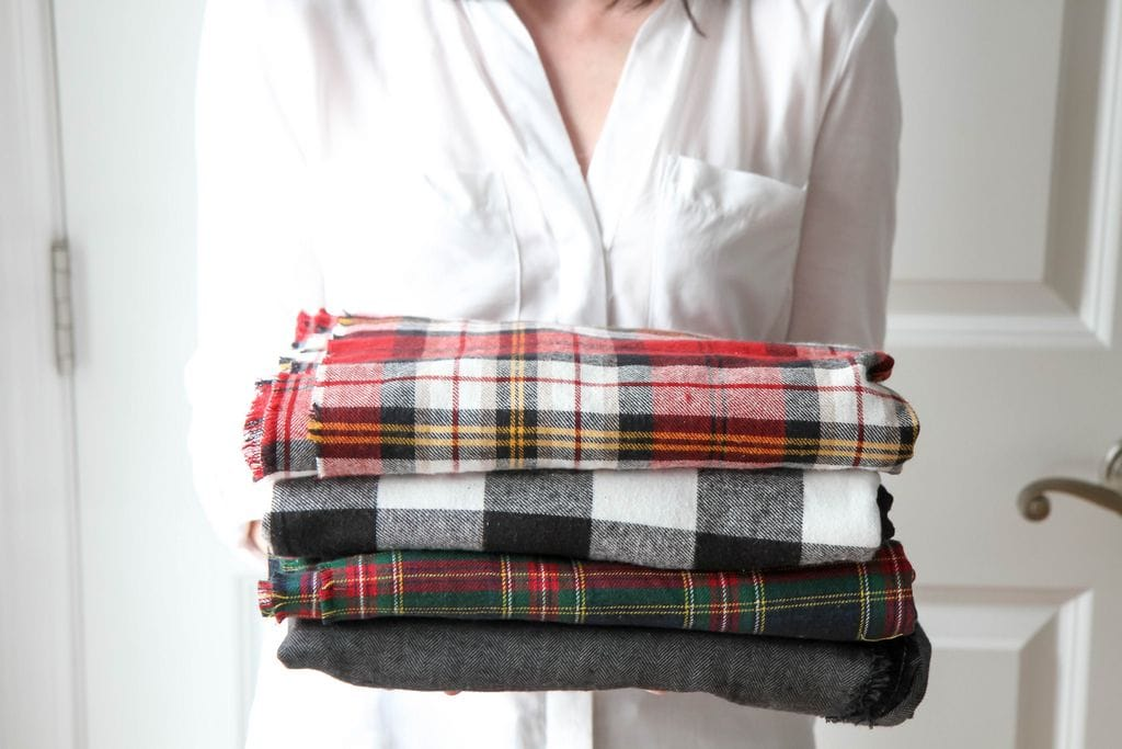 How to Make a DIY No-Sew Blanket Scarf  (Plus How to Wear a ...