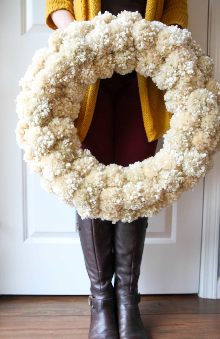 How to make a Yarn Pom Pom Wreath