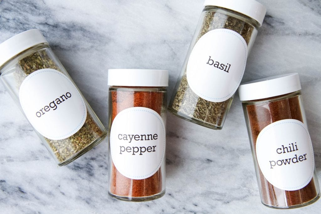 Organize Your Spice Rack (FREE PRINTABLES!!)