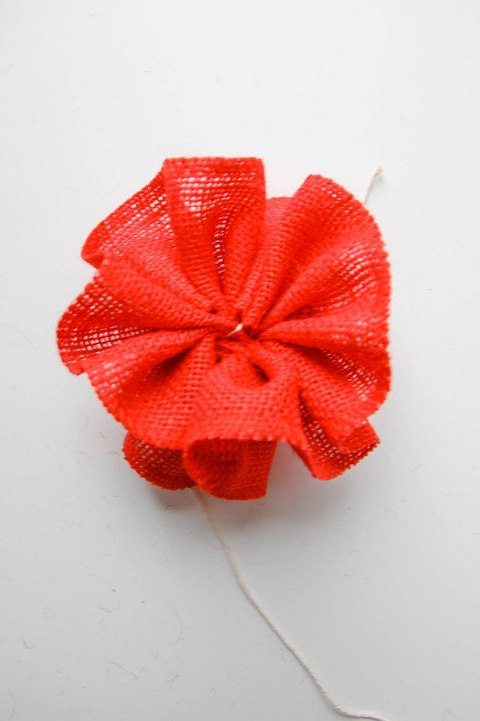 5 Minute Craft: Burlap Pom Pom Tutorial